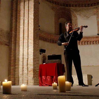 Música de violín en recuerdo de las víctimas del Holocausto