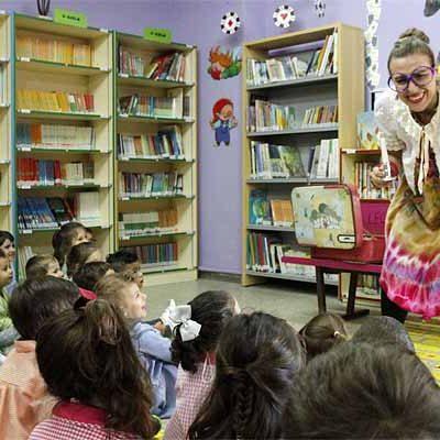 Gracia Iglesias acercó sus cuentos al colegio de San Gil alentando a los niños a usar su imaginación