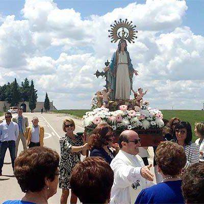 Campaspero vive el día grande de sus fiestas danzando ante la Virgen del Amor Hermoso