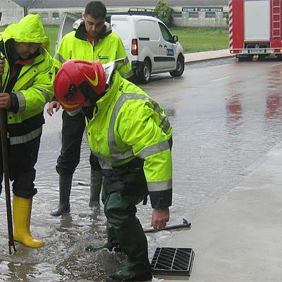 Una intensa tormenta inunda bajos y cocheras en Cuéllar superándose los 40 litros