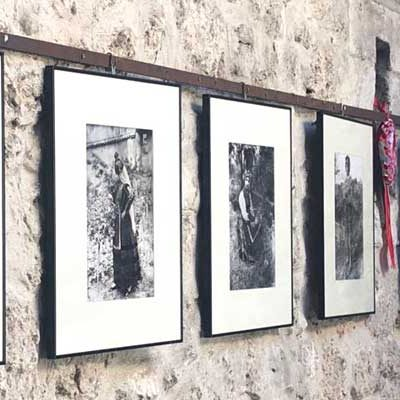El patio del Ayuntamiento de Cuéllar acoge la exposición `Los Unturbe, fotografos de Segovia´