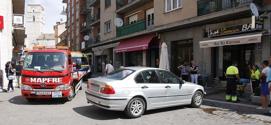 Un Vehículo Invade Una Terraza En La Calle Chorretones Sin