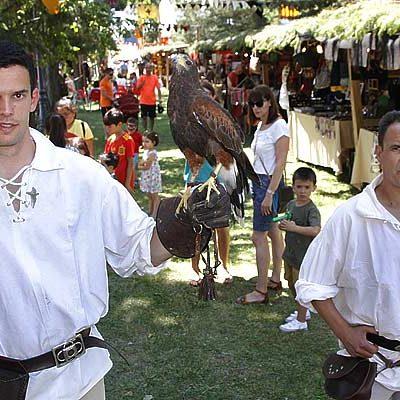 Grandes y pequeños disfrutan del Mercado Medieval de Sanchonuño