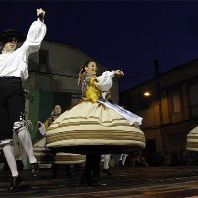 Ritmos asturianos, manchegos y segovianos en el XXXII Festival del Ajo de Vallelado