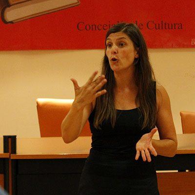 Angélica Gago mostró `El arte de contar historias´ en Cronista Herrera