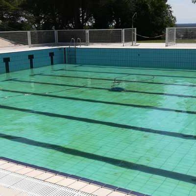El PSOE se opone a que las piscinas continúen privatizadas