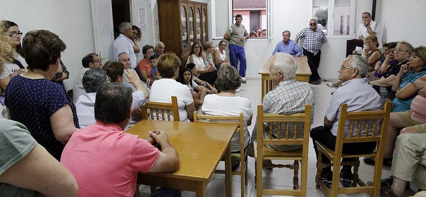 Reunión-alcalde-vecinos-Narros-de-Cuéllar-por-problema-de-agua