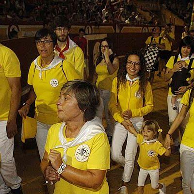 Tronadera, música, desfile de peñas y fuegos artificiales en el fin de fiestas