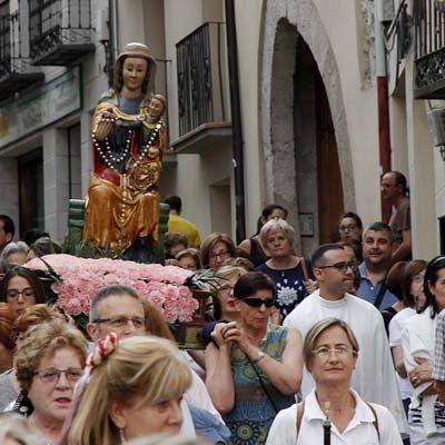 Danzas a la Virgen del Rosario en su procesión hasta la Capilla de Santo Tomé