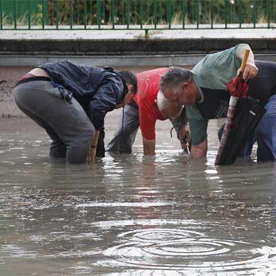 Una intensa tormenta inunda calles y bajos en Cuéllar y aisla Vallelado