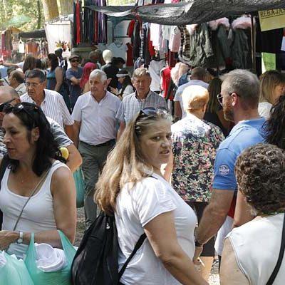 La Guardia Civil investiga a cuatro personas por intentar vender objetos falsificados en el mercado de El Henarillo