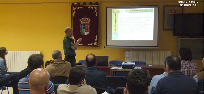 El Equipo ROCA de la Guardia Civil de Cuéllar imparte conferencias sobre medidas de seguridad en el campo