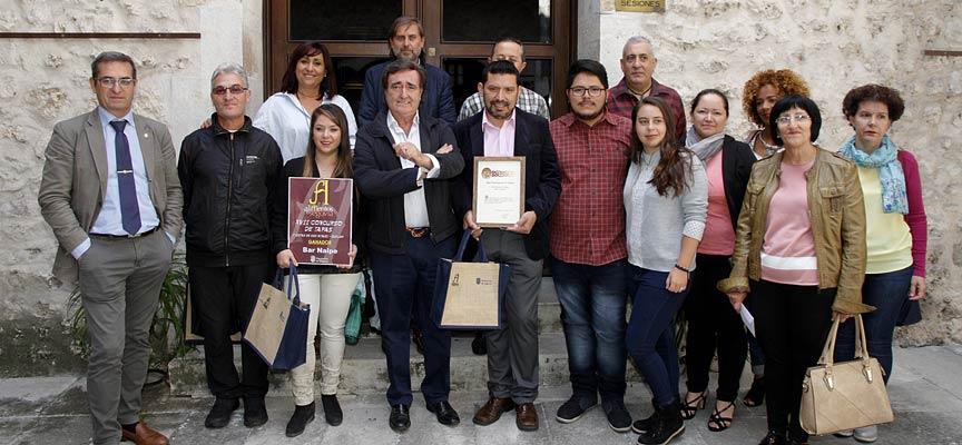 Premiados-junto-a-participantes-y-patrocinadores-del-XIX-Concurso-de-Tapas-de-Cuéllar-escuellar