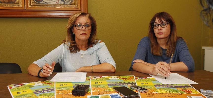 La-concejal-de-Medio-Ambiente-Montserrat-Rodrigo-y-la-técnico-Arancha-Sanz-durante-la-presentación-escuellar