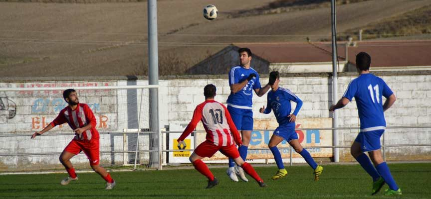 El Cuéllar se desquicia ante un duro Castilla Palencia (2-4)