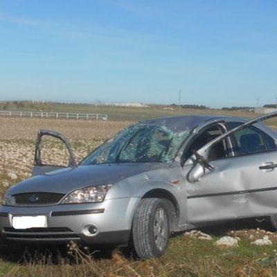 Tres heridos leves en un accidente en un camino de Torregutiérrez