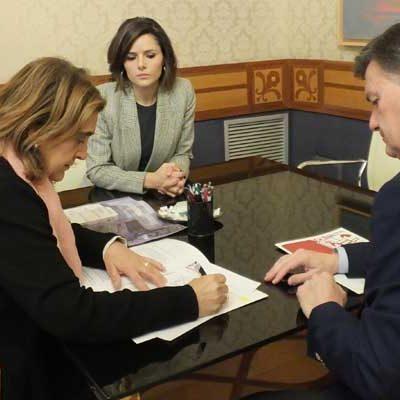 Los Bibliobuses de la Diputación recogerán alimentos no perecederos para Cáritas en diciembre