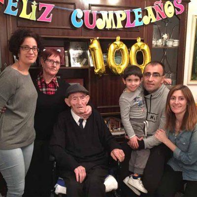 El valleladense Teófilo Arranz celebró su 100 cumpleaños junto a su familia