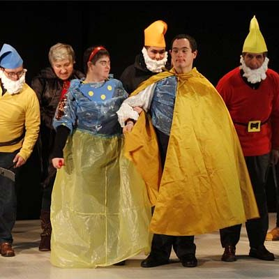 Los usuarios de Fundación Personas festejaron la Navidad con canciones, teatro y baile