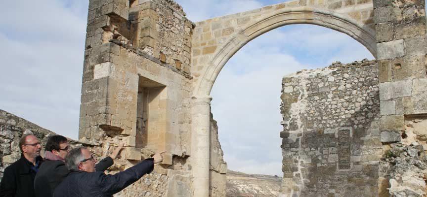 La Junta consolida los arcos de la capilla del antiguo Hospital de La Magdalena en Fuentidueña
