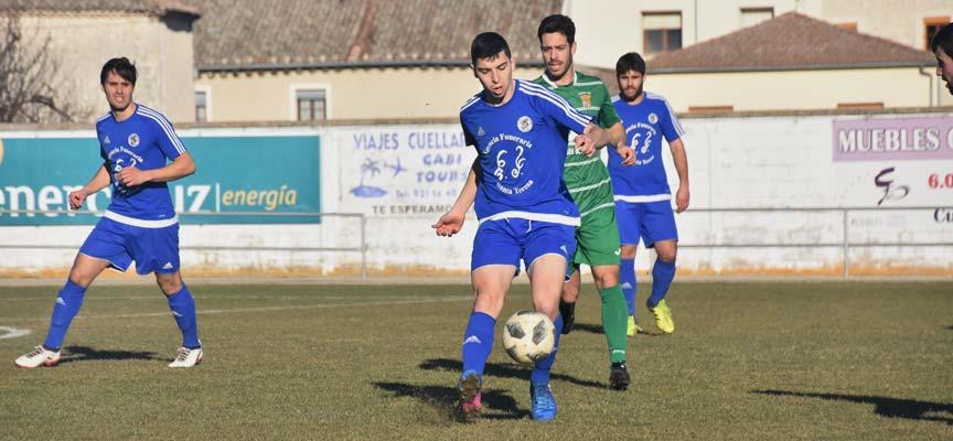 Pablo-Montero-corta-un-balón-en-partido-CD-Cuéllar-Atlético-Palencia-escuellar