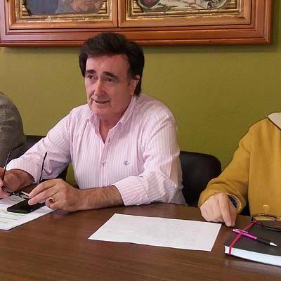 El alcalde asegura que su propuesta de cesión de terrenos para el centro de salud posibilita la redacción del proyecto