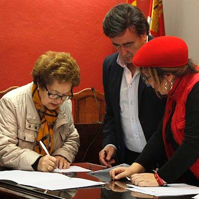 El Ayuntamiento firma los convenios de cesión de espacios municipales a asociaciones y colectivos