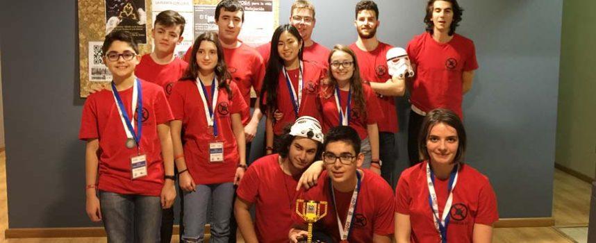 `Premio al comportamiento del robot´ para el equipo cuellarano `D3SCON3CT3D EX´ en la First Lego League