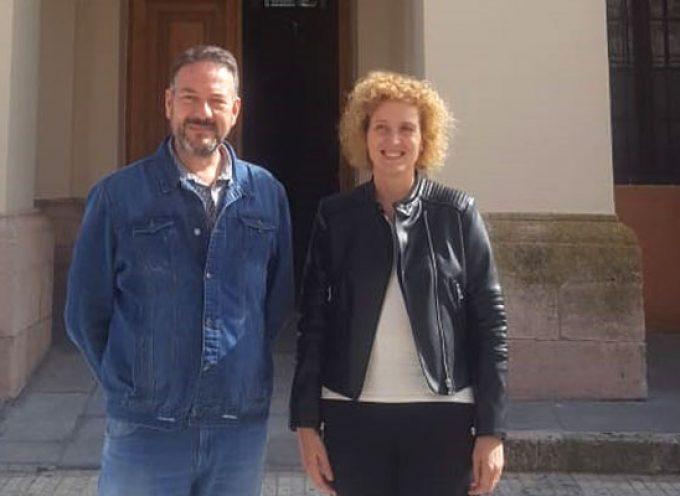 La subdelegada analiza con el alcalde de Aguilafuente la situación económica, laboral y social del municipio