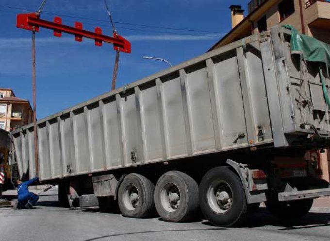 Dos camiones implicados en sendos accidentes en el casco urbano y la A-601 en Cuéllar