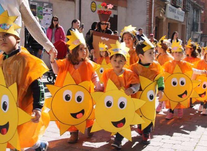 Los escolares de Cuéllar llenaron las calles de colorido con sus disfraces