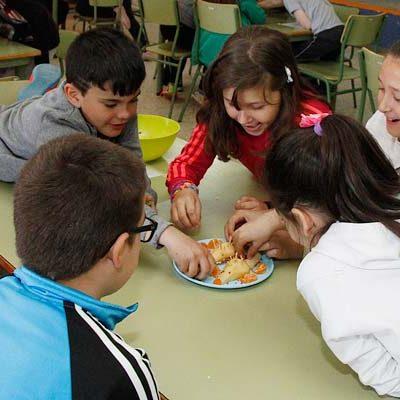 Juegos y creatividad para promover el consumo de frutas y verduras entre los escolares