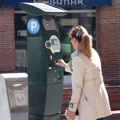 El Ayuntamiento renueva las máquinas expendedoras de tiques de la zona azul
