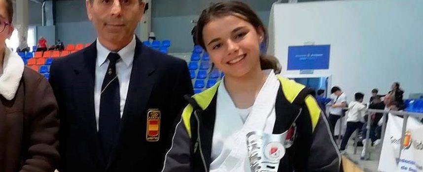 La cuellarana Patricia Suárez gana el bronce en el Campeonato Regional de Kárate