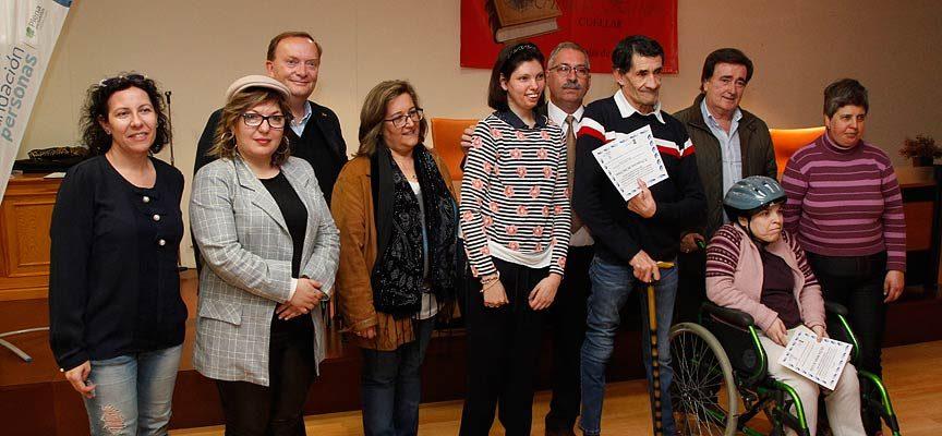 Los premiados junto al jurado, el alcalde y Gonzalo Giner