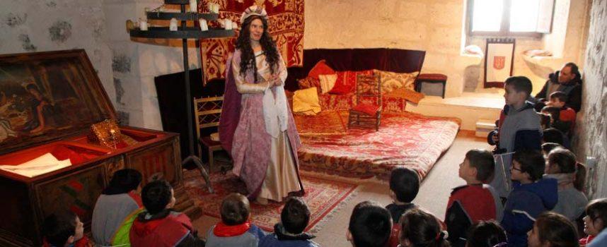El nuevo señor del Castillo recibe a los escolares de Cuéllar