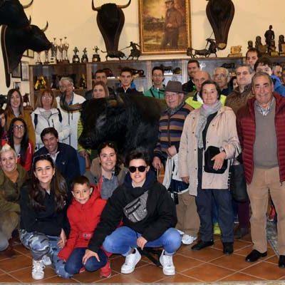 La Asociación Encierros de Cuéllar visitó la ganadería de Victorino Martín