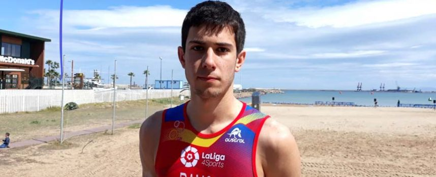El cuellarano Hugo Ramos debutó en su primera Copa de Europa de Triatlón en Melilla