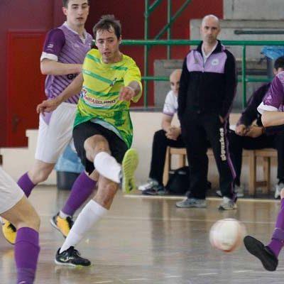 FS Cuéllar pierde a falta de doce segundos un partido igualado ante el Lauburu Ibarra
