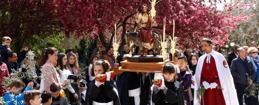 La procesión de los Ramos recorre las calles de Cuéllar