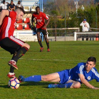 El líder castiga al CD Cuéllar a balón parado (2-0)