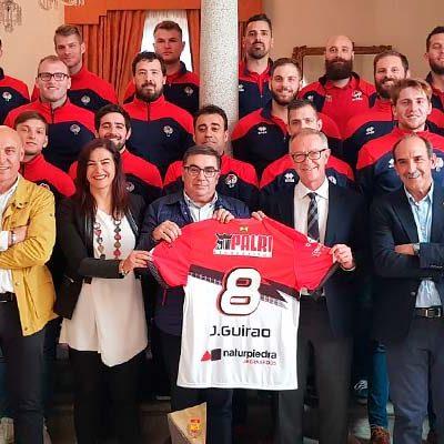 El ministro de Deporte recibe al Club Balonmano Nava tras su ascenso a ASOBAL