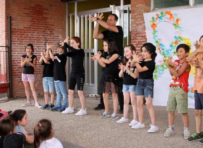 El colegio de San Gil celebra un festival solidario contra el cáncer infantil