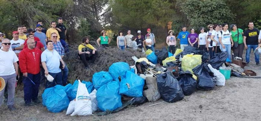 Más de una treintena de personas participarán hoy en la recogida de residuos organizada Juventud de IU