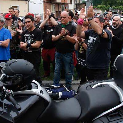 Los moteros tomaron las calles de Cuéllar y homenajearon a Miguel Ángel Naranjo