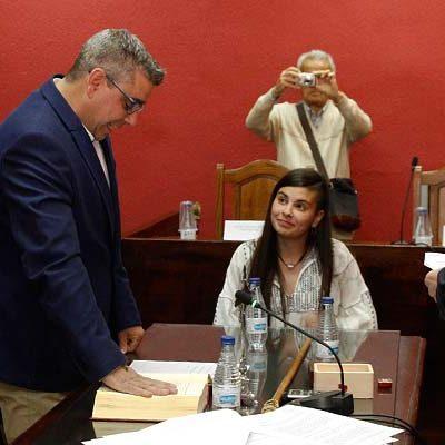 David de las Heras comunica al Ayuntamiento su decisión de continuar con su acta de concejal
