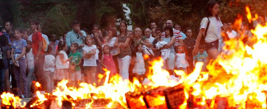 Hoguera, música y chocolate se unieron para celebrar San Juan en Cuéllar