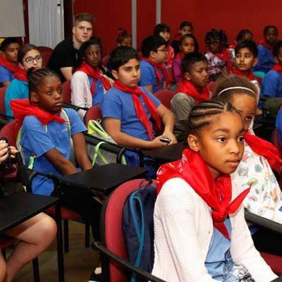 Alumnos londinenses vuelven a la villa en un intercambio con el colegio Santa Clara