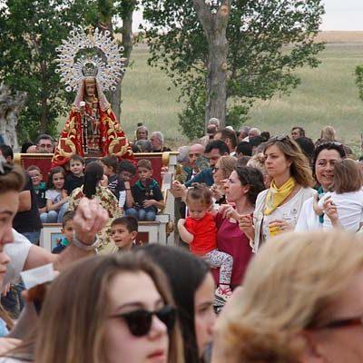 Vivas a la Virgen de El Bustar en su romería