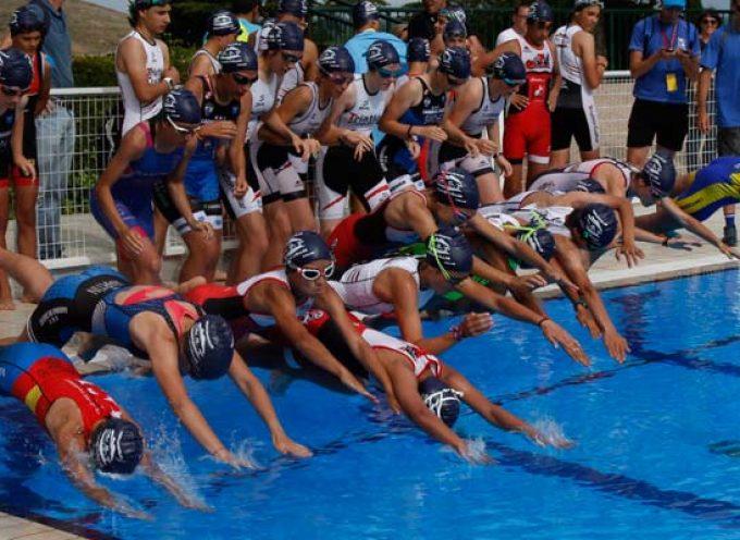 El IV Triatlon Escolar Villa de Cuéllar congregó a casi un centenar de deportistas